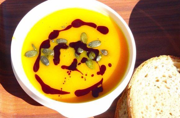 Dobrym pomysłem na kolacje przy nawrażliwości pokarmowej są zupy kremy.